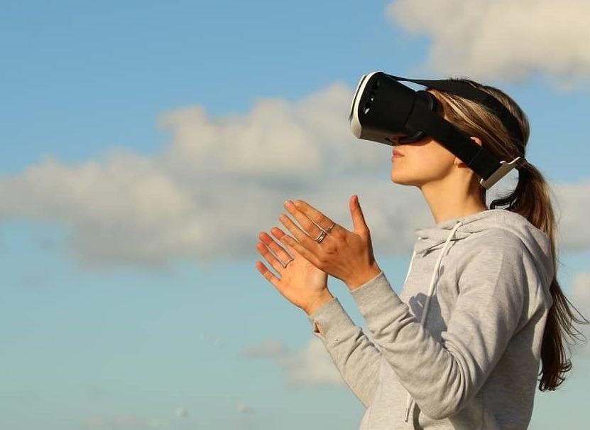 أفضل 9 دورات وتدريب في الواقع الافتراضي [2021] [محدث]